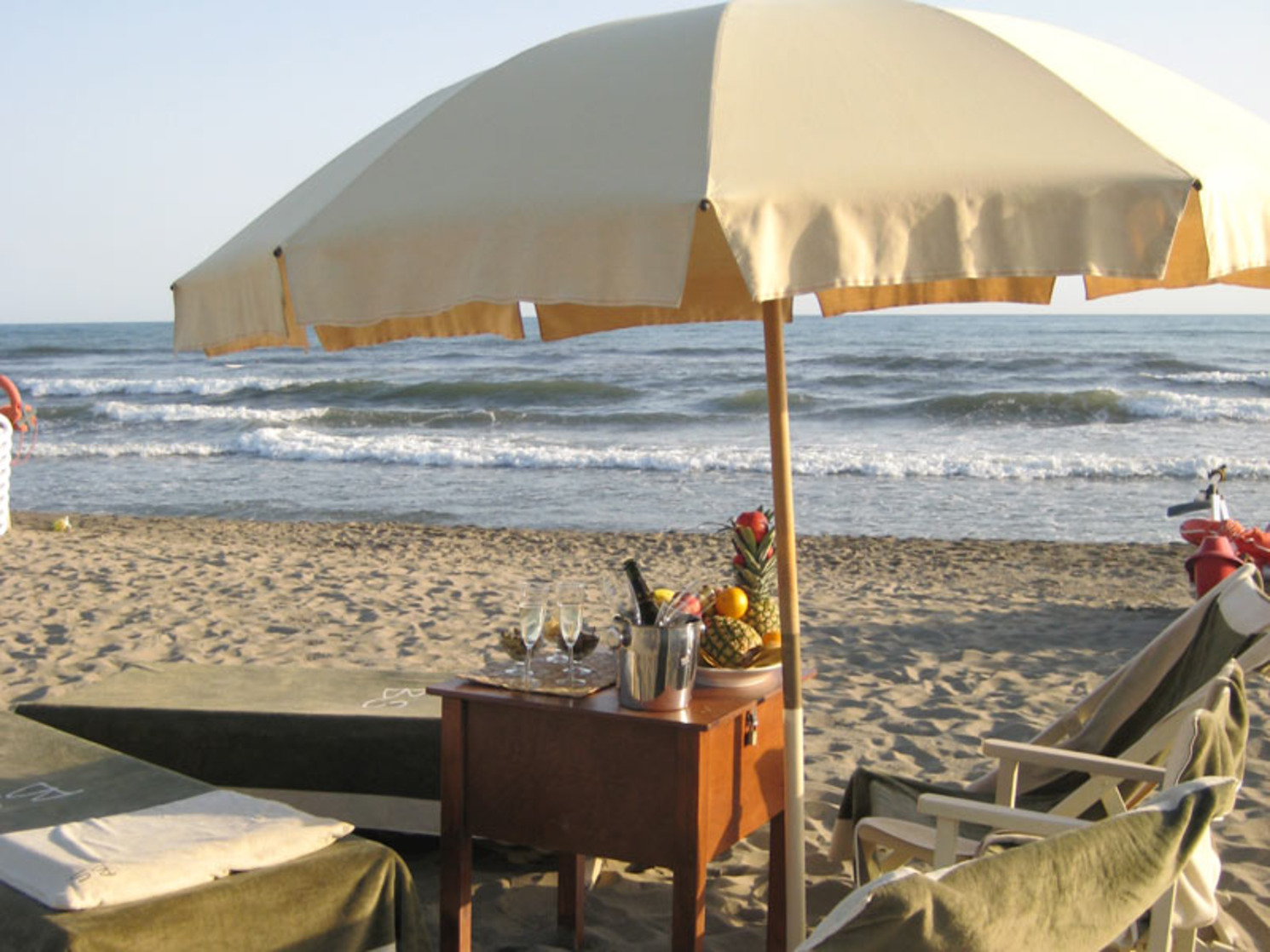 Our Hotel offer a private beach service in Versilia, Tuscany